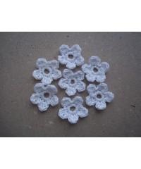 Вязанные цветочки  белые