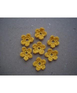 Вязанные цветочки желтые