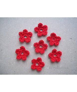Вязанные цветочки красные