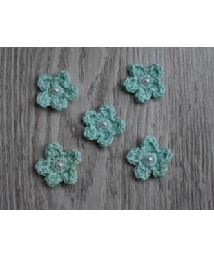 Вязанные цветочки  светло-бирюзовые