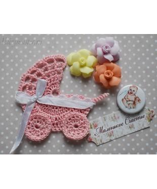 Детская колясочка розовая вязаная