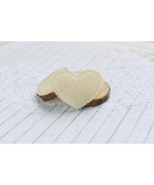 Декоративное кремовое сердечко