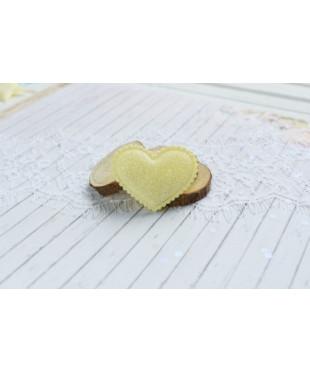 Декоративное желтое сердечко